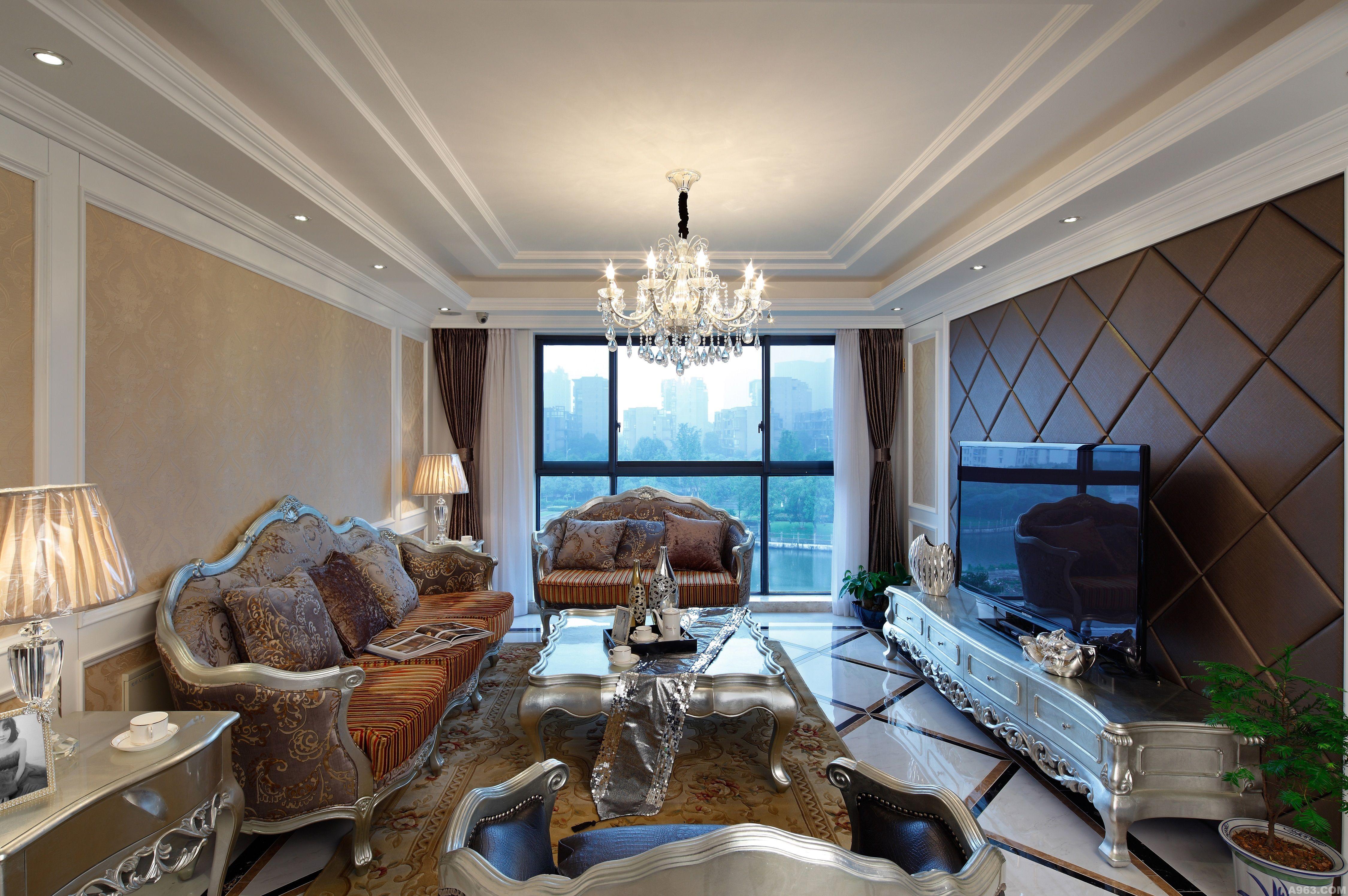 本案设计将欧式古典主义完美地运用到家的设计中,以白色线条为