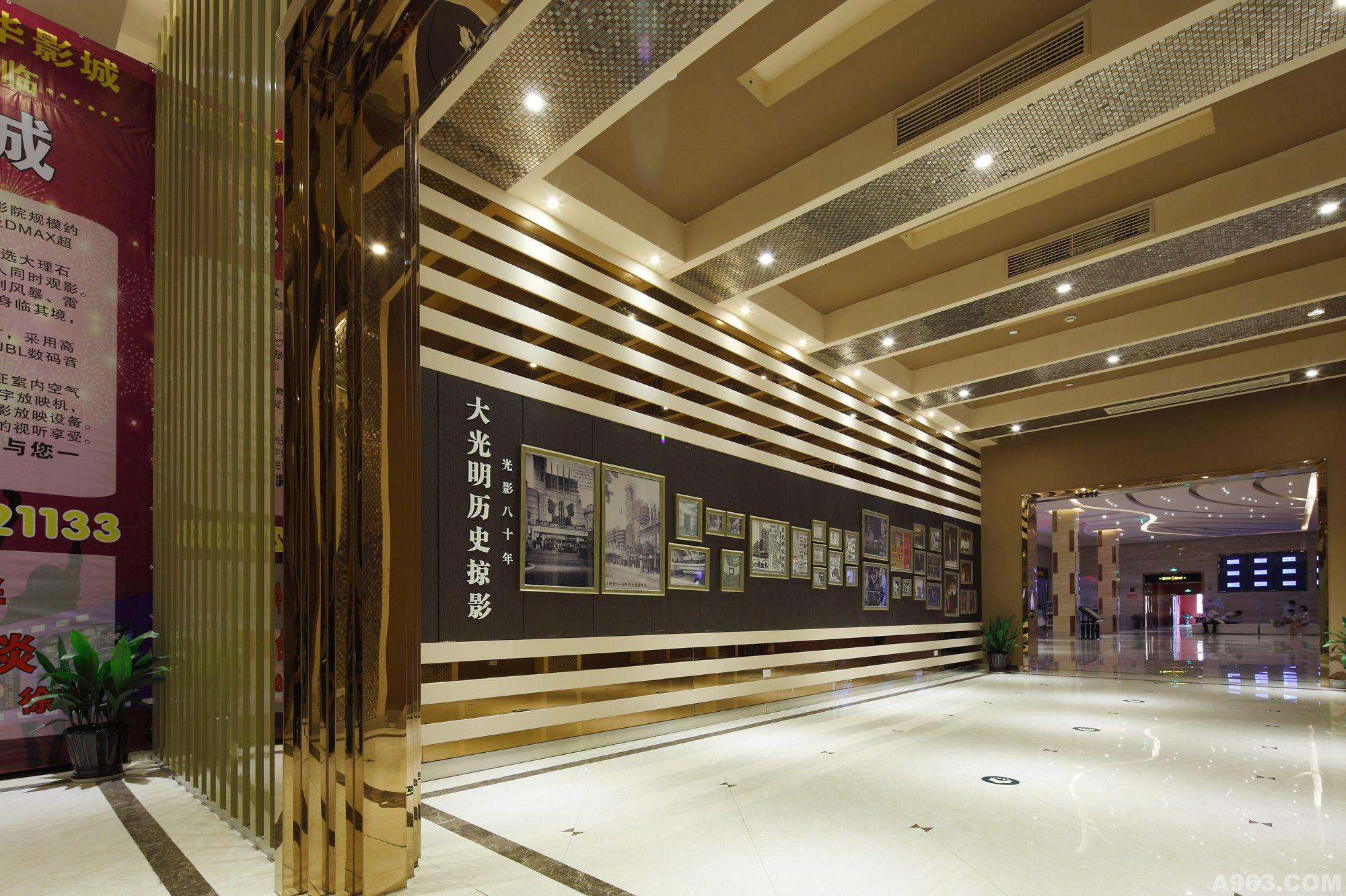 台州大光明影城电影位于路桥繁华商业街地带,商城街218号东方购物广场4楼(原金佩大酒店)。影院规模约4000余平方米,是目前台州规模较大的现代化多功能超豪华影院,台州市区首家拥有4D动感立体影厅及DMAX超大银幕影视效果的影院。  台州大光明影城按照五星级豪华影院标准建设,约600平方的影城大堂,设计以明亮、绚丽为主,精选大理石墙面,梦幻的宽敞走廊,尽显浪漫的电影人文风格。影城内设8个影厅,3D厅4个,可容纳约1000人同时观影。梦幻的4D动感立体影厅(2号厅)采用世界领先的高科技技术,让你顺