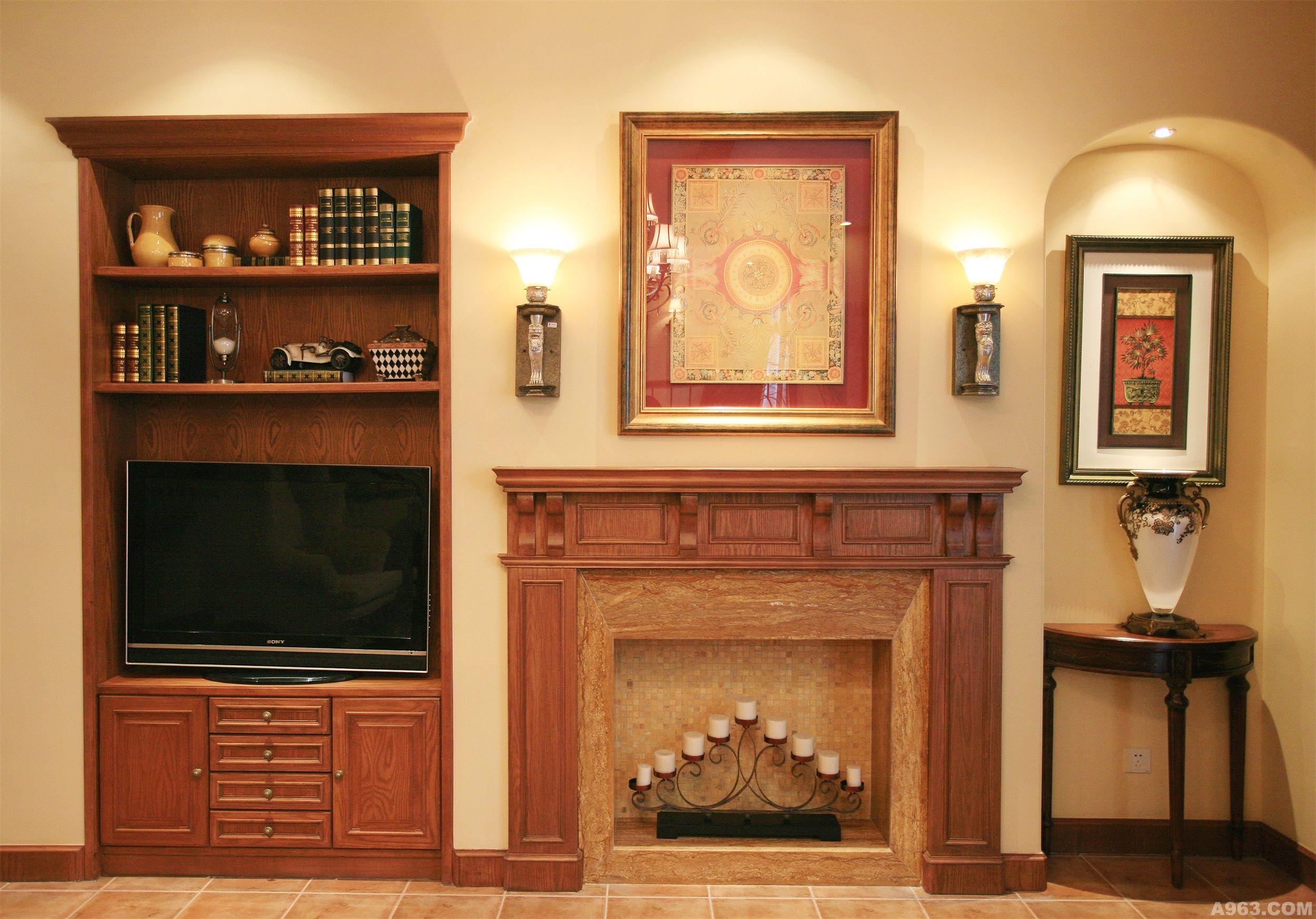 很多造型被刻意嵌进墙面里,比如壁炉及嵌入装饰柜(电视柜).